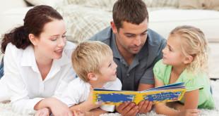Родители читают детям